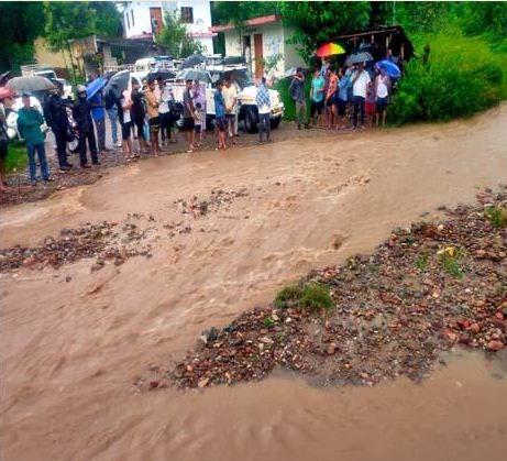 बारिश ने हमीरपुर में बहाए पौने छह करोड़
